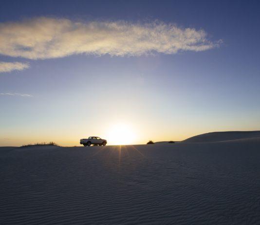 camioneta en el desierto